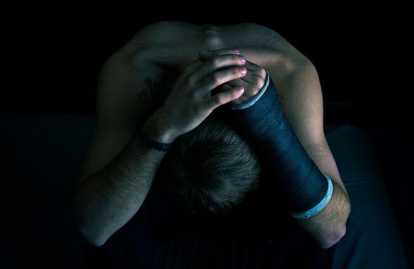 Imagen de un hombre con dolor