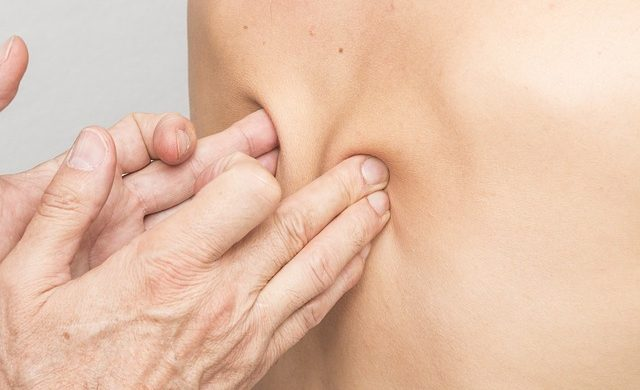 """Los tipos de masajes terapéuticos más utilizados por los fisioterapeutas en la clínica y que redundan en tu salud y bienestar de forma muy positiva. Si, todos esos """"meneos"""" y sobeteos"""" que los """"fisios"""" usan contigo. :) ¿Que son? ¿Para que los usan? Te cuento más sobre la masoterapia y sus tipos..."""