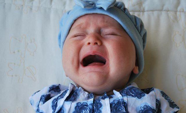Soluciones al cólico del lactante, un trastorno que suele aparecer en los primeros meses de vida en forma de llanto intenso y prolongado sin causa aparente.